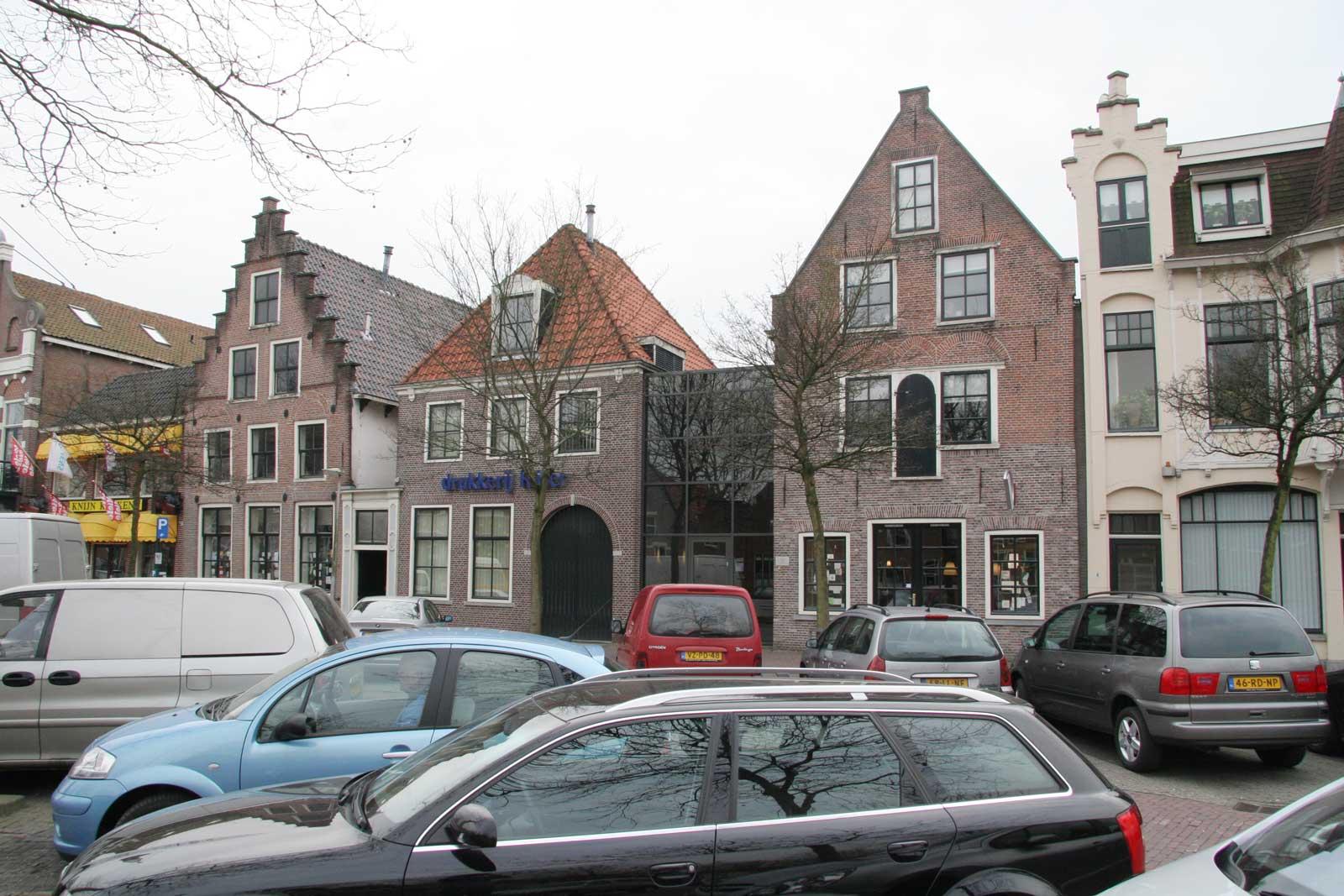 toestand voor renovatie - rijksmonument winkel met stadsappartementen Weerwal Purmerend