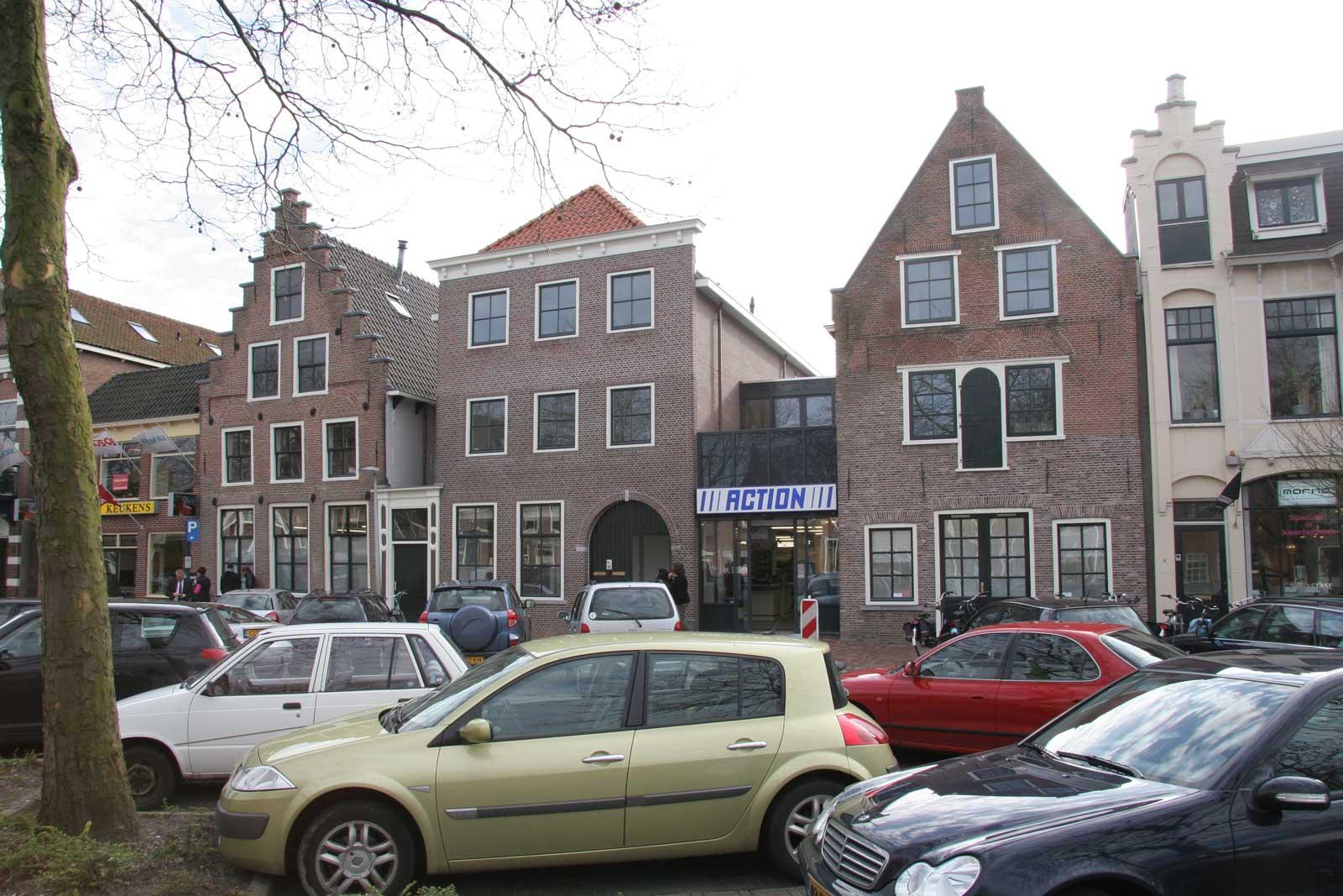 voorgevel - rijksmonument winkel met stadsappartementen Weerwal Purmerend