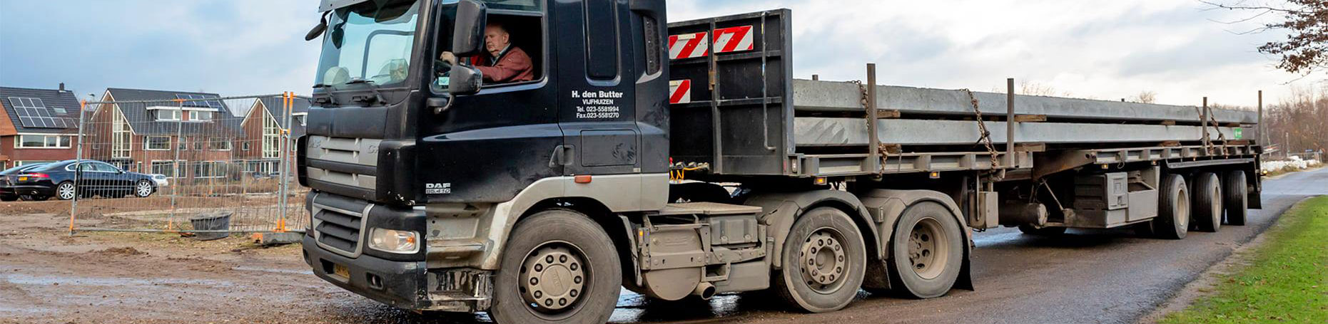 eerste paal Oude Tol eiland 2 te Reeuwijk - vrachtwagen met heipalen